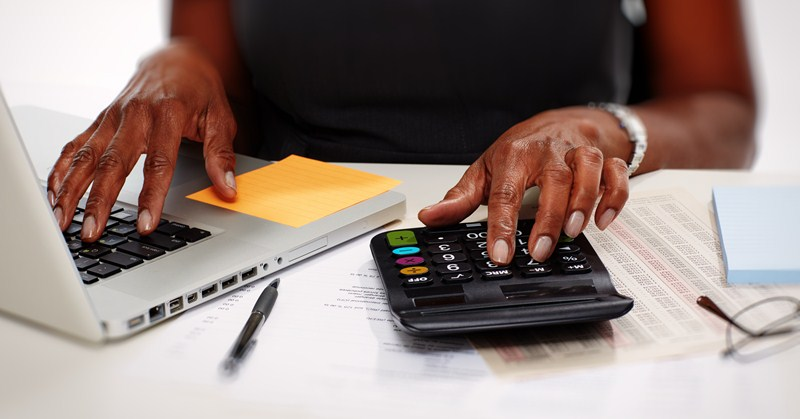 Calculating Minimum Wage if paid annual salary